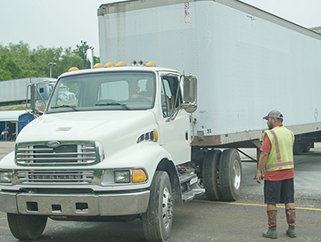 Kansas City CDL Testing truck and instructor